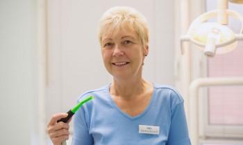 mitarbeiterin-zahnarzt-richard-monech-in-senftenberg-6